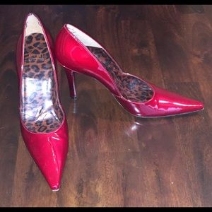 STUART WEITZMAN CANDY APPLE RED PATENT SZ 9 PUMPS